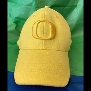 Oregon Ducks Nike Livestrong hat